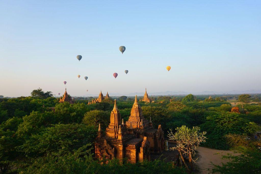Heißluftballons über Bagan Myanmar