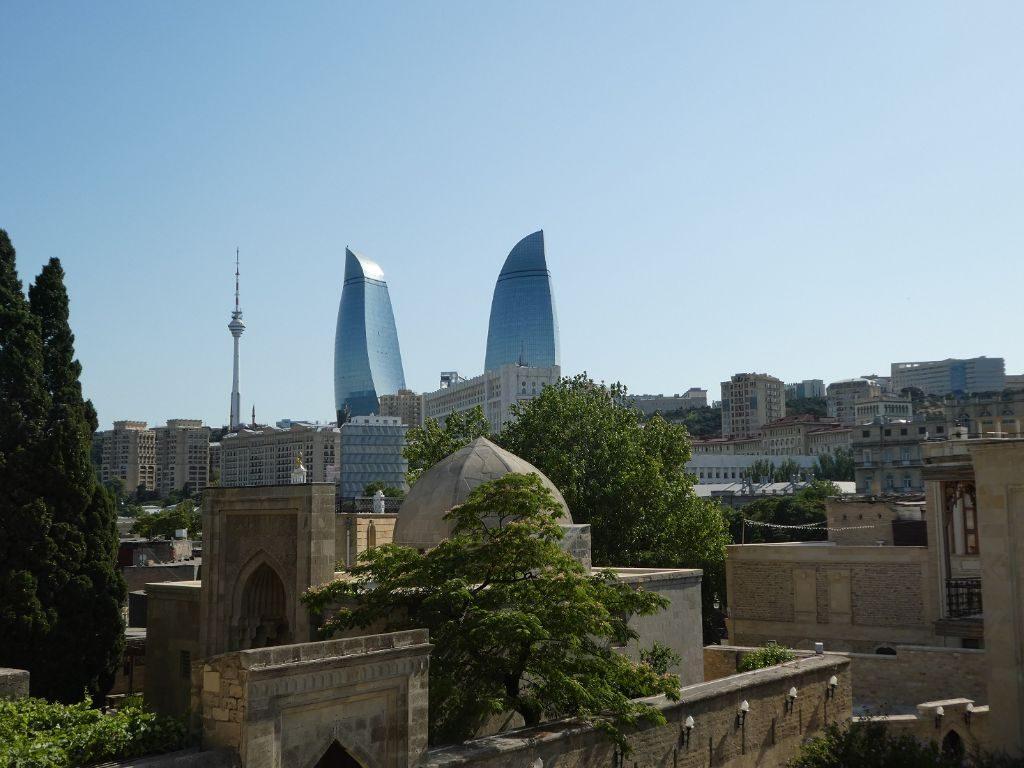 Baku Altstadt triftt auf Moderne