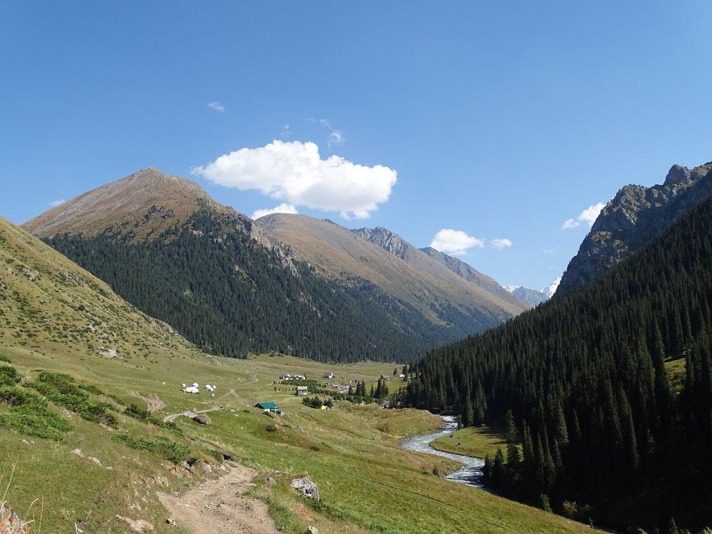 Blick aufs Altyn Arashan Tal Kirgistan