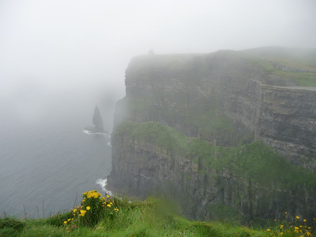 Cliffs of Moher im Nebel