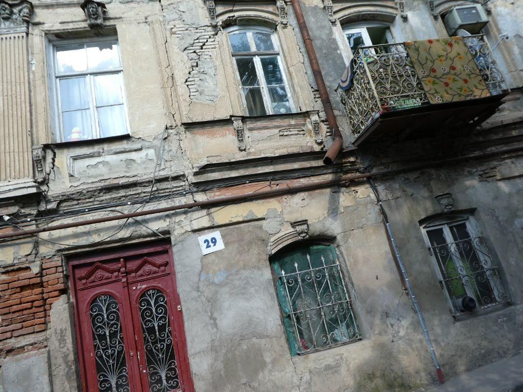 Tiflis Altstadt zerfallene Häuser