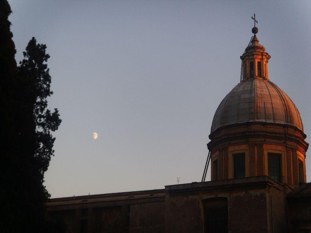 Rom und Mond